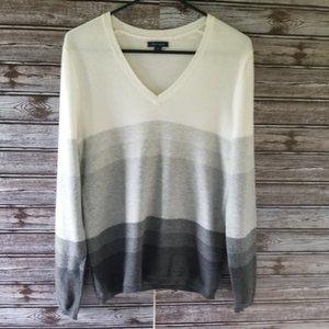 Tommy Hilfiger V-Neck Sweater Size M